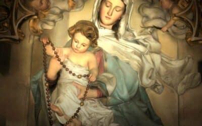 À Nossa Senhora do Rosário